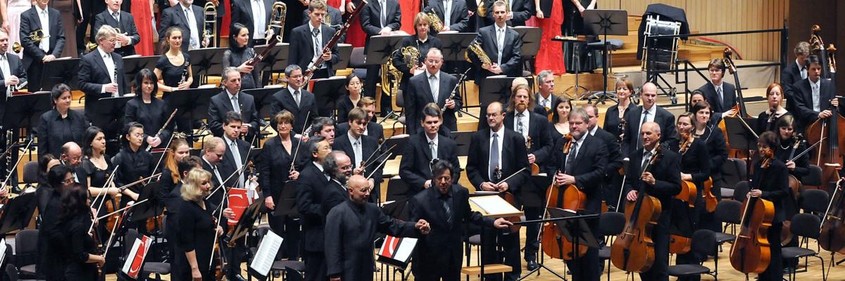 Dirigent  Dennis Russell Davies und das Bruckner Orchester Linz